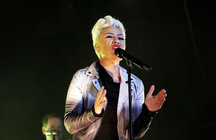 Emile Sande in concert wearing Muubaa